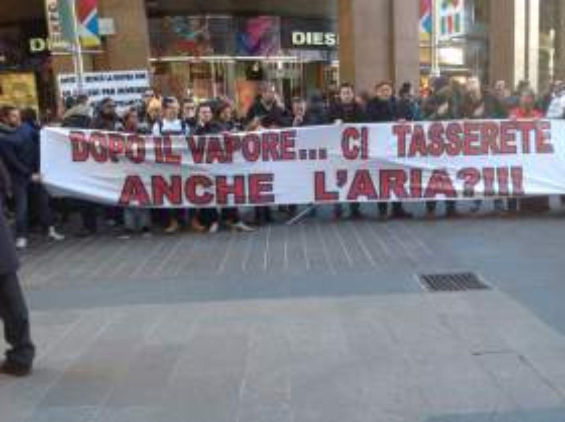 """""""Svapo day"""", i manifestanti: """"Rendeteci Liberi!"""""""
