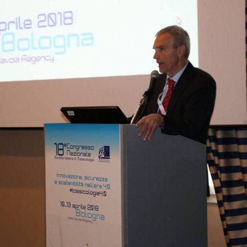 """Tossicologi a Bologna: """"Per chi non riesce a smettere di fumare, le elettroniche sono necessarie"""""""