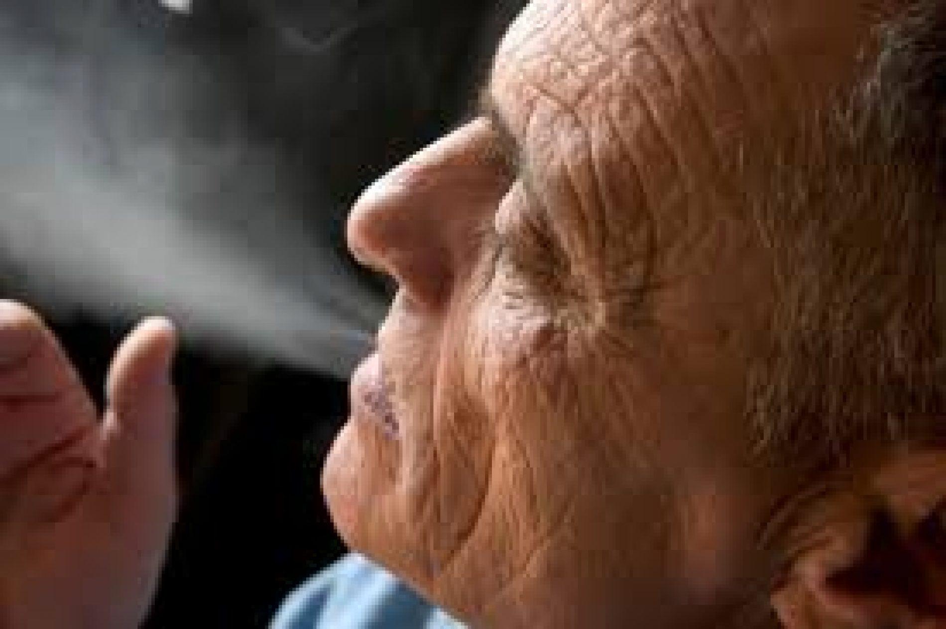 Il fumo raddoppia l'età biologica