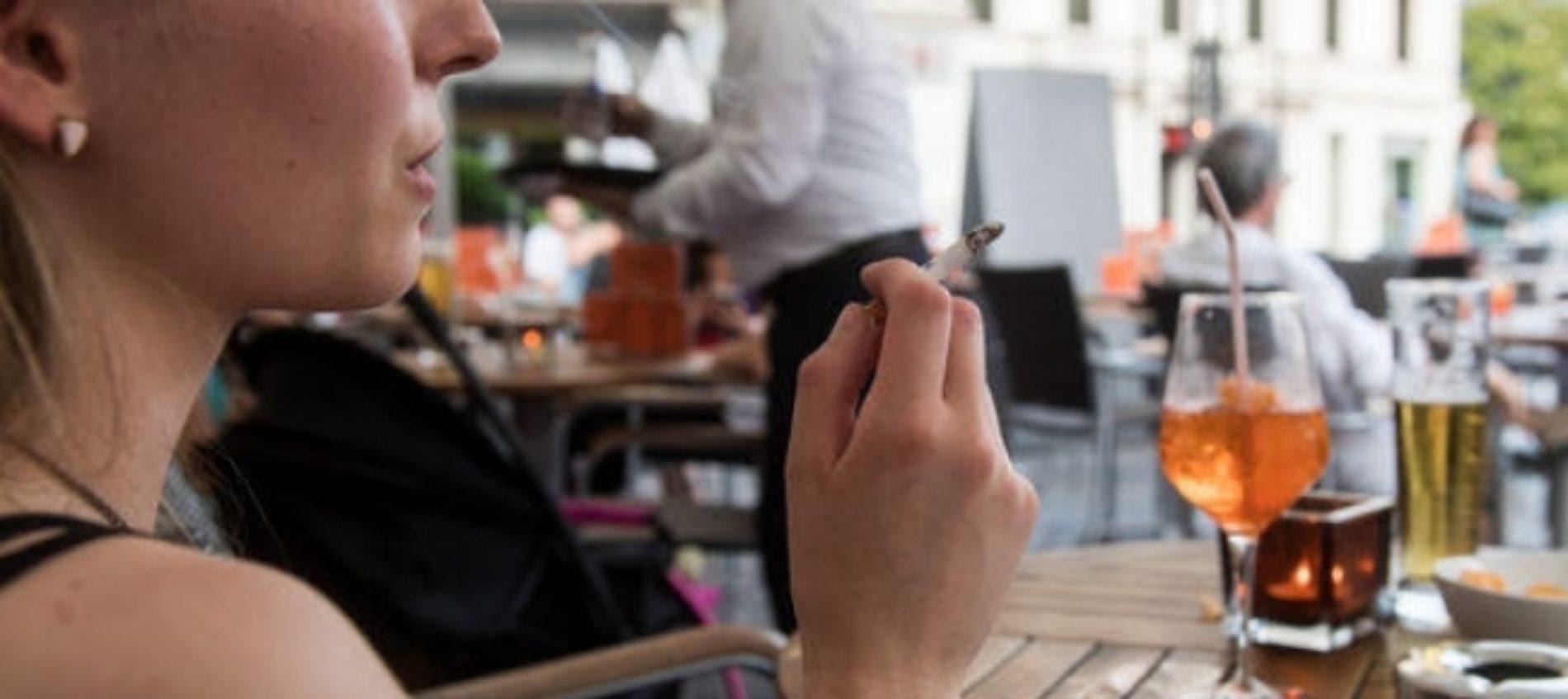 Quando il commensale accanto fuma a cena