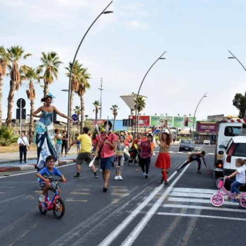 A Catania, l'autobus della salute contro il fumo