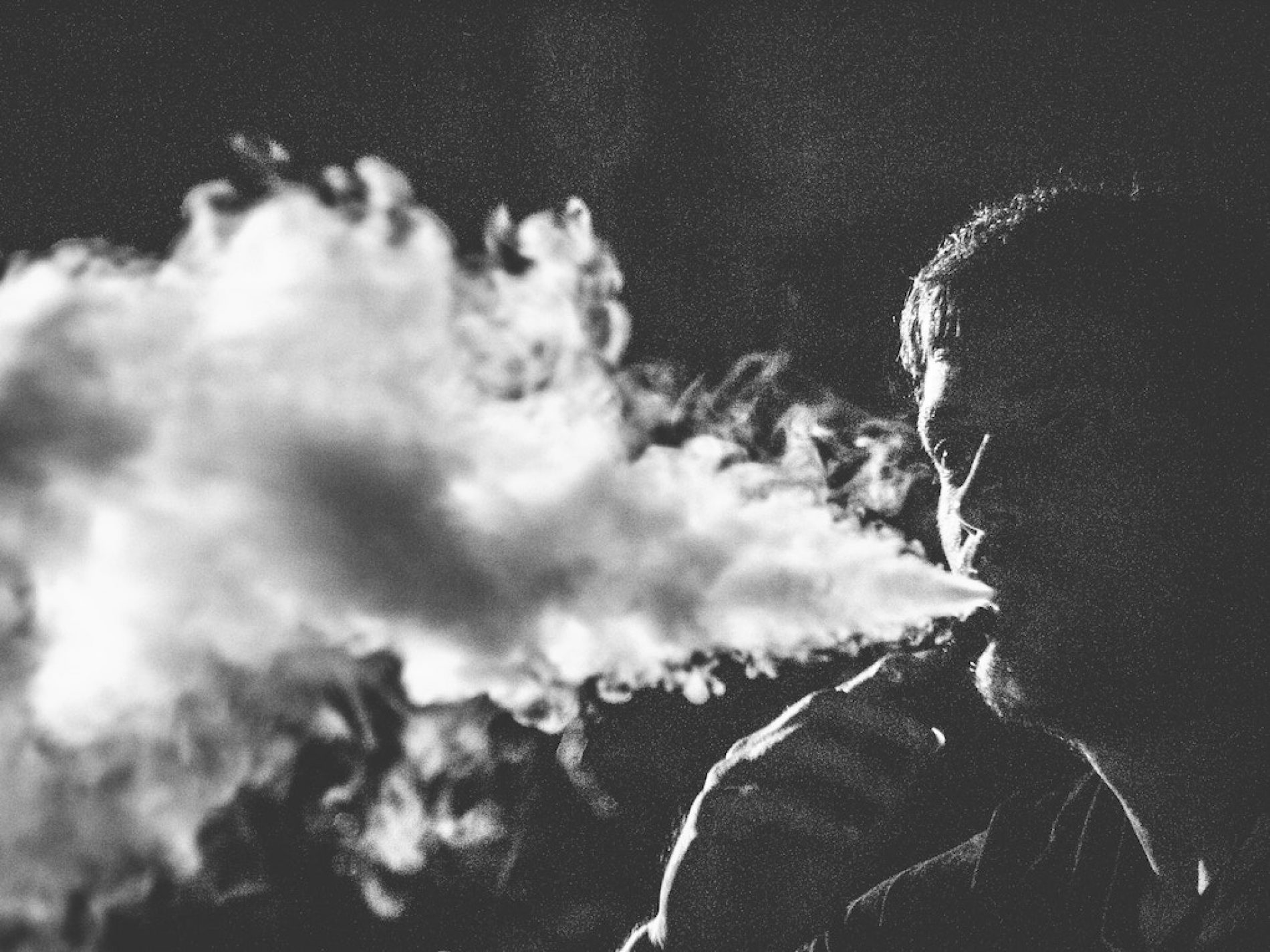 """Il """"VapingGate"""" USA fa ricadere nel vizio gli ex fumatori"""